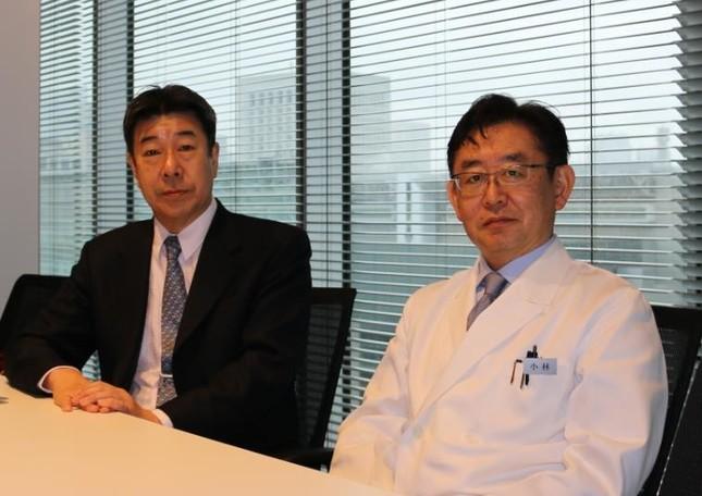 メンズヘルスクリニック東京の小林一広院長(右)、聖マリアンナ医科大学の井上肇特任教授(左)