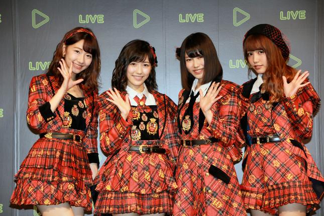 「LINE LIVE」番組第1号を飾るAKB48のメンバーが花を添えた