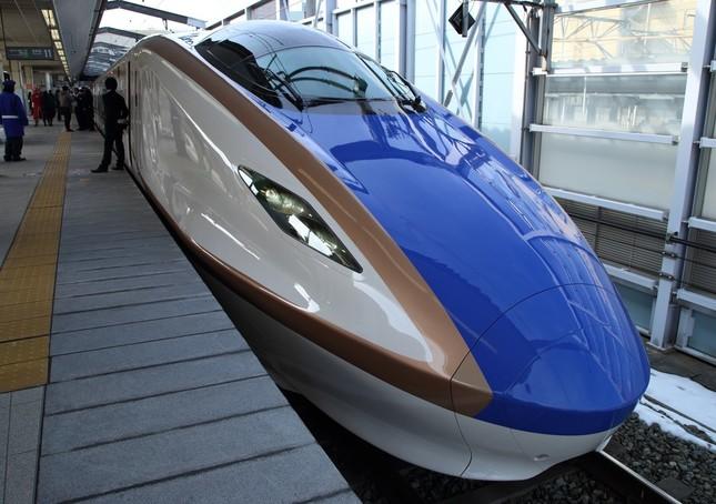 2015年3月に延伸開業した北陸新幹線。JR西日本の新たなドル箱になった(写真は2015年2月撮影)