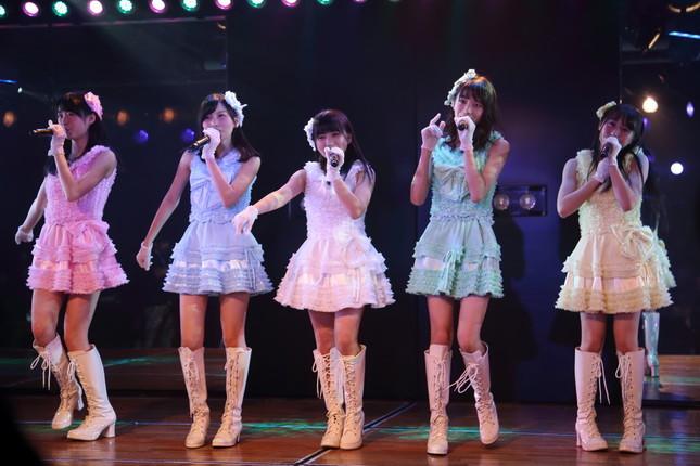 ユニット曲「7時12分の初恋」では矢吹さんがセンターに。指原さんは「かわいい!」と涙を流していた