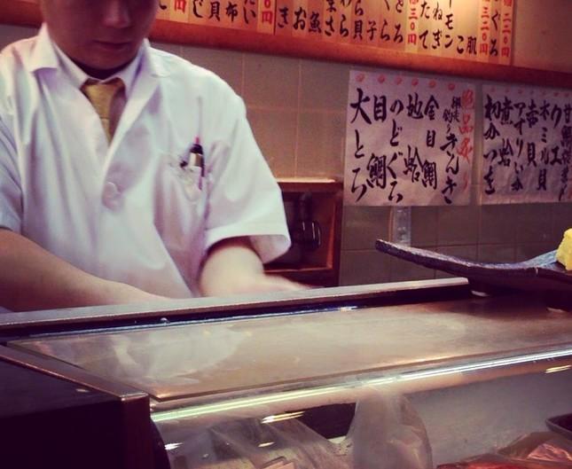 素手で握る寿司は不衛生なのか