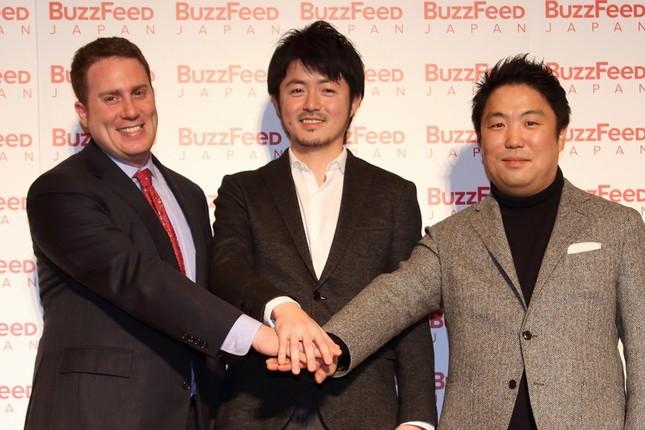 バズフィード・ジャパンは2016年1月19日に本格オープンした。左からバズフィードのベン・スミス編集長、日本版の古田大輔・創刊編集長、高田徹・代表取締役