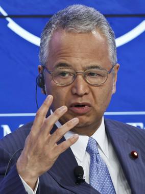甘利氏は1月23日にはダボス会議に出席したばかりだった(写真:AP/アフロ)