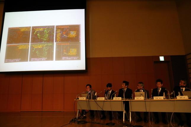 小保方氏が批判した記者は理研の会見でも熱心に質問していた(写真は2014年4月1日の調査委員会会見)