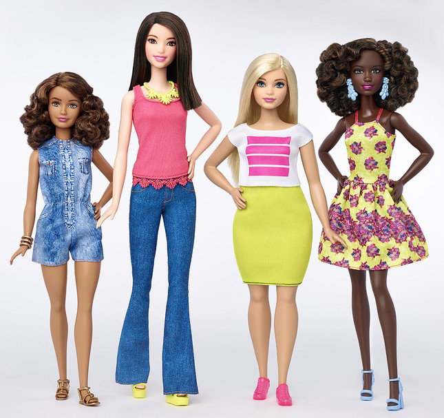 Meet the new Curvy Barbie. Toymaker Mattel rolled out its latest version so its classic doll including fuller-figured models. Other new dolls include Petite and Tall Barbies in a variety of skin tones, hairstyles and fashion styles. (提供:Mattel/Splash/アフロ)