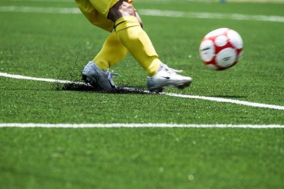 サッカーのグラウンドには命の危険がひそむ(写真はイメージです)