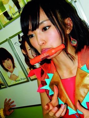 山本さんは「あごでマジックを挟む」写真をお気に入りに選んだ