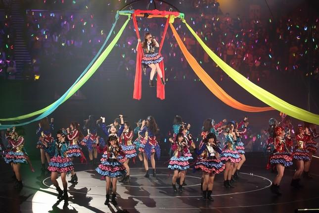 HKTのコンサートでは指原さんらが「宙を舞う」場面が見どころだ
