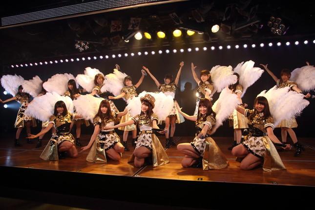 HKT48と兼任する宮脇咲良さんは複数の曲でセンターを務めた