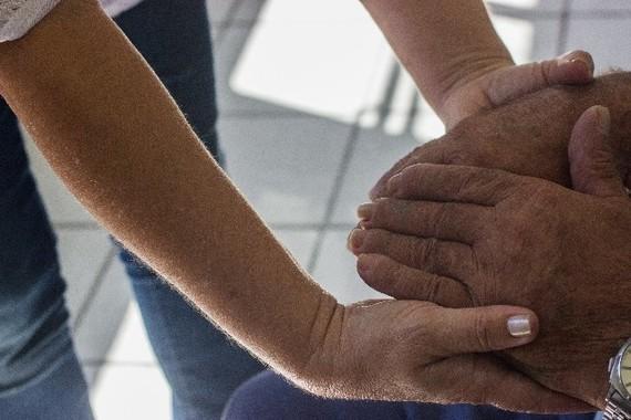 地域包括ケアや地域医療構想は、社会保障費削減の策(画像はイメージ)