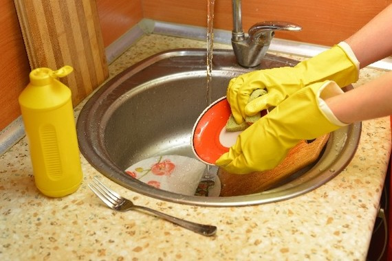 食洗機を修理するも直ぐに故障。謝罪に行く予定だった2月18日に新しい食洗機を用意しなかったことが放火につながった(写真はイメージ)