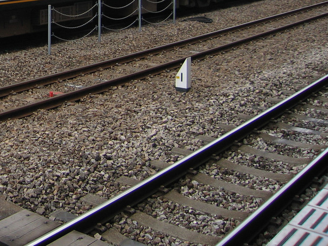 線路への立ち入りは危険だ(写真はイメージ)