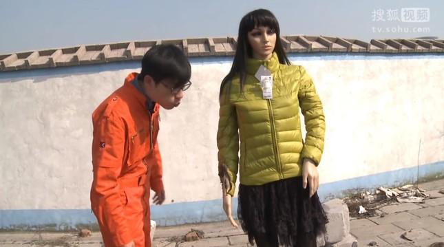 中国のネット番組「好奇実験室」では検証実験を行った。炎は男性が簡単に吹き消すことができた