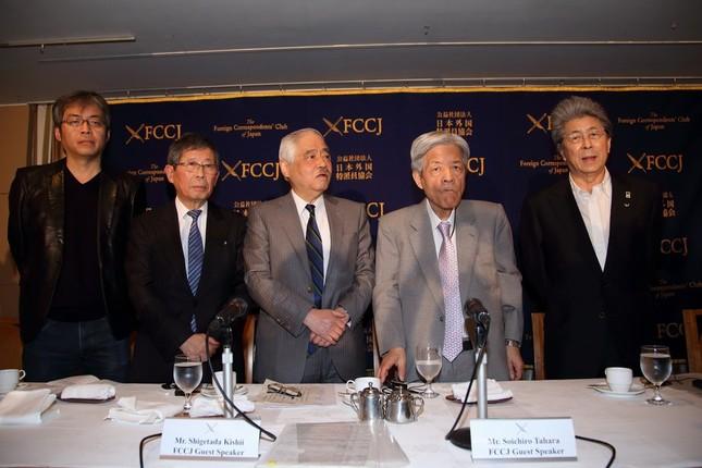 ジャーナリスト5人が次々に高市早苗総務相の発言を批判した。左から青木理氏、大谷昭宏氏、岸井成格氏、田原総一朗氏、鳥越俊太郎氏