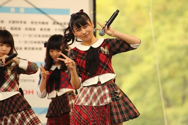 AKB48の小嶋真子さん。「『タヌキ』の『自覚も出てきた』」そうだ(2014年10月撮影)