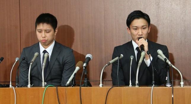 闇カジノに手を染めた田児選手と桃田選手(4月8日撮影)。