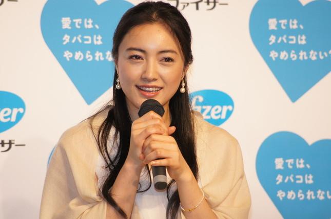 テレビ朝日系ドラマ「相棒」で仲間由紀恵がまたまた水谷豊の相棒になるのでは、と報じられる(2012年2月撮影)。