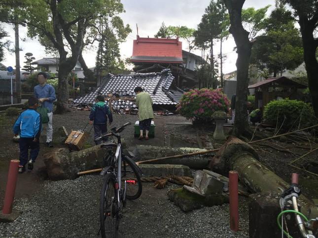 崩壊した菅原神社(森恭三さん提供)