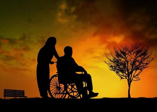 「マイスター」を養成する取り組みは高齢者を支える仕組み作りの一環だ(写真はイメージ)。