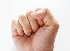 「握るだけ記憶術」 覚える時は右手、思い出す時は左手を ギュッと握りしめると暗記力アップ?