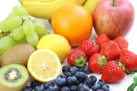 若い時から果物をたくさん食べよう