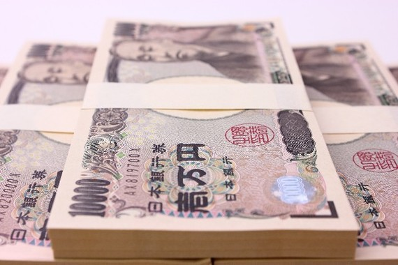 日本の損保、生保各社はこぞって外国債券投資を増やす方針(画像はイメージ)