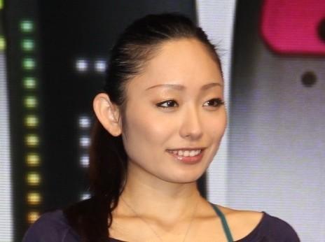 演技中さながらのポージングを披露した安藤美姫さん(写真は2013年撮影)