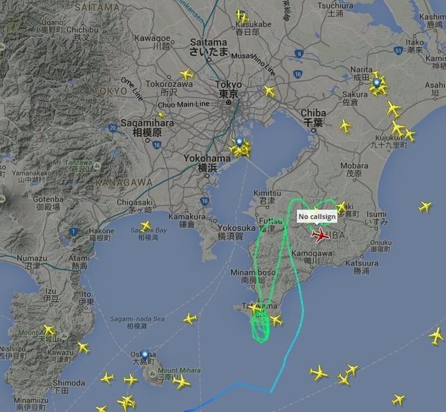 一時は20機以上が上空で着陸を待った(「フライトレーダー24」の画面から)