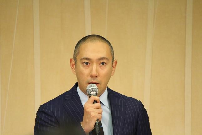 妻・小林麻央さんの病状を報告する市川海老蔵さん