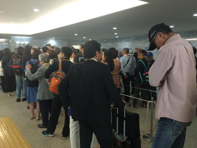 一般傍聴券の配布には100人を超える希望者が集まった