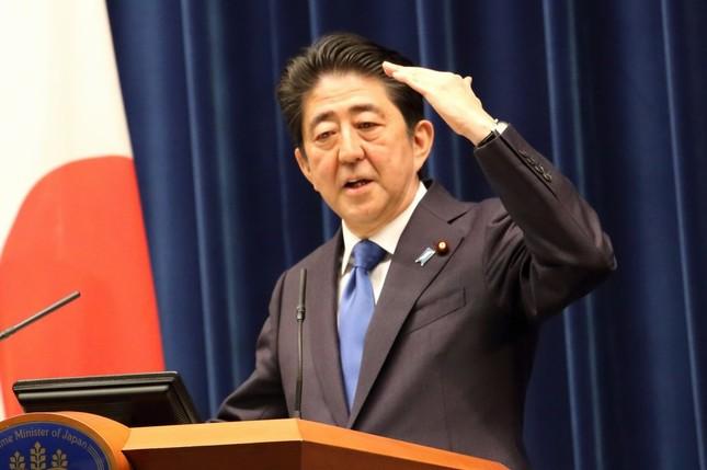 消費税率引き上げの再延期を表明する安倍晋三首相