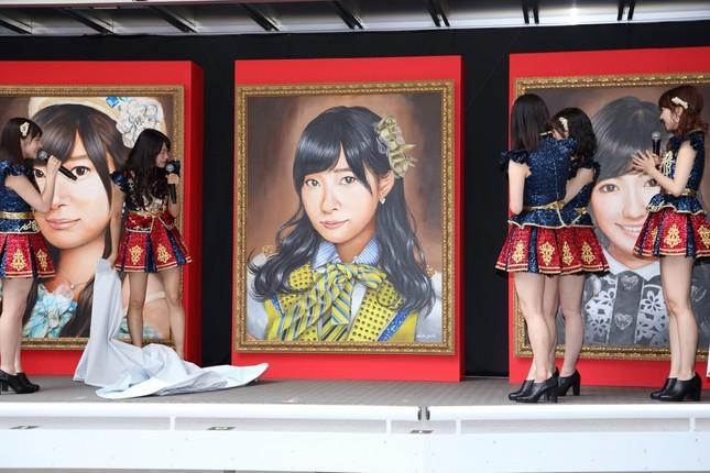 「選抜総選挙ミュージアム」開幕イベントでは、15年に1位だった指原莉乃さんの肖像画の除幕式が行われた。速報ではまさかの「2位発進」だ