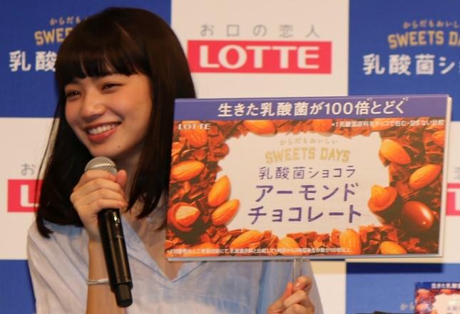 小松菜奈さんは通常の「乳酸菌ショコラ アーモンドチョコレート」派