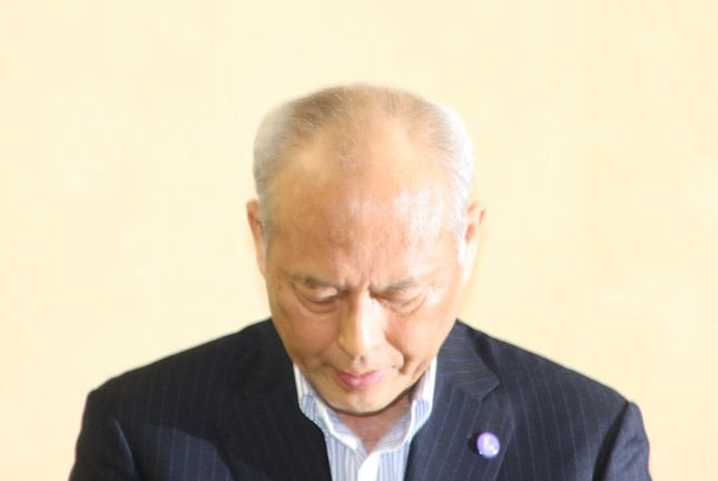 会見の中で舛添氏は何度も頭を下げた