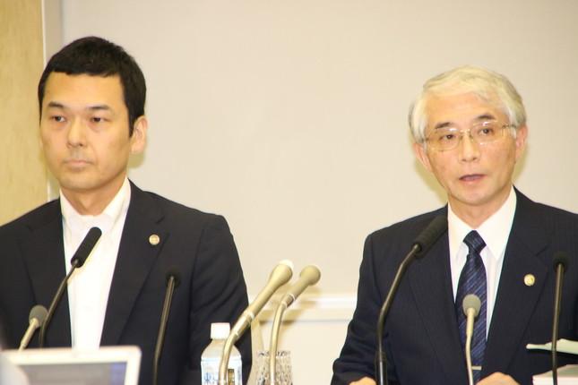 佐々木善三弁護士(右)、森本哲也弁護士(左)