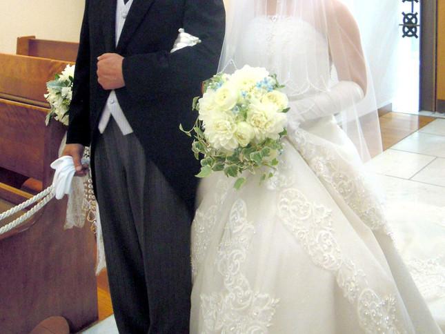 勾留中の結婚式出席は是か非か(写真はイメージ)