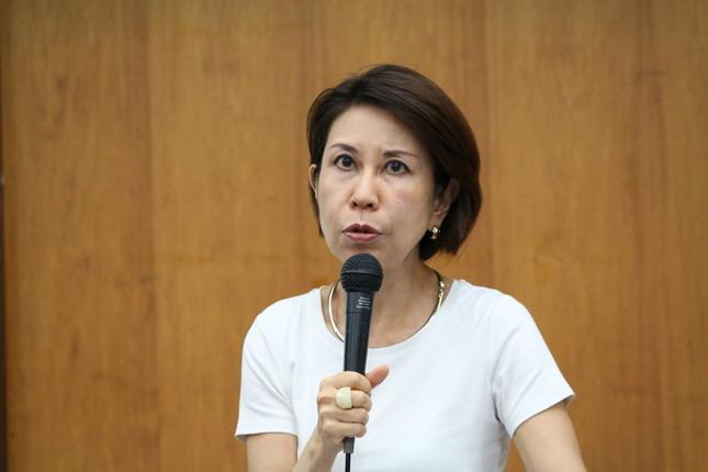 小田切紀子教授は、海外の事例もまじえて説明(16年6月11日撮影)