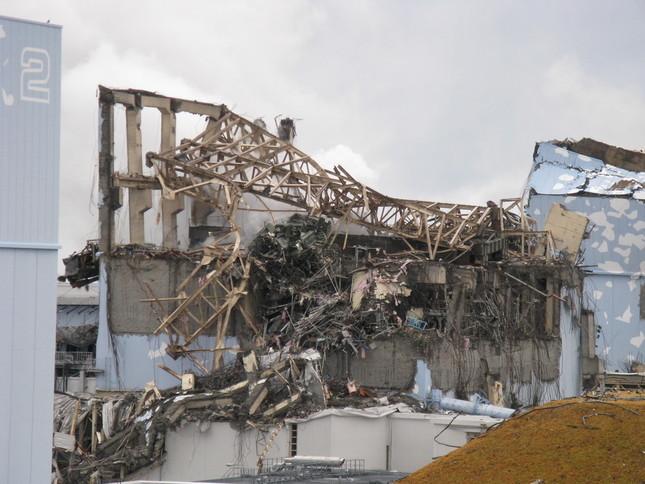 原発事故をめぐる第三者委員会のあり方が問われている(写真は東京電力福島第1原発の3号機原子炉建屋。東電が11年3月15日撮影)