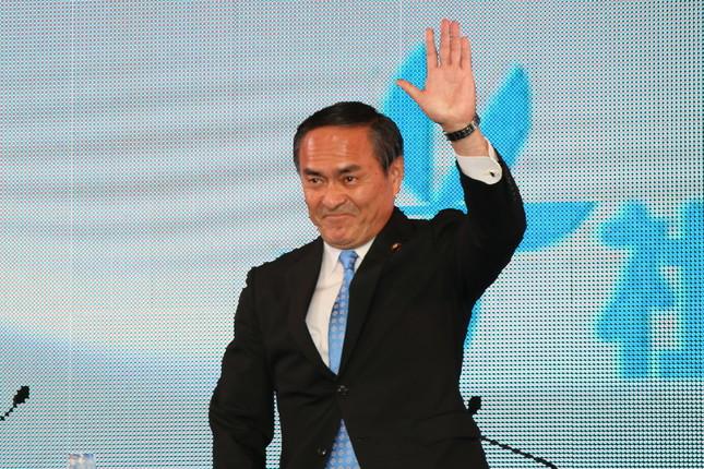 社民党の吉田党首は「最近学校の子どもの間で、『アベる』という言葉が流行っている」(写真は6月19日の党首討論の様子)