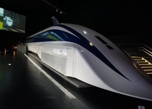 リニア中央新幹線は成長戦略の目玉だ(写真はイメージ)