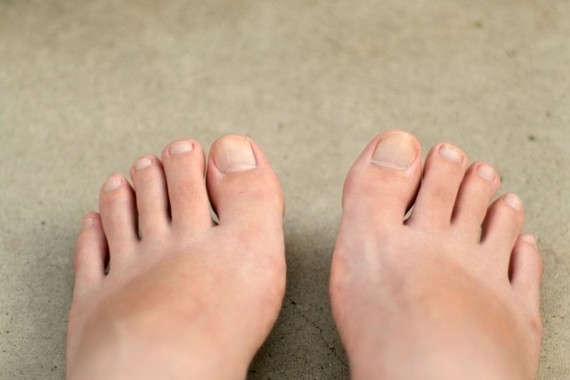 足の爪の切り方に気を配ろう