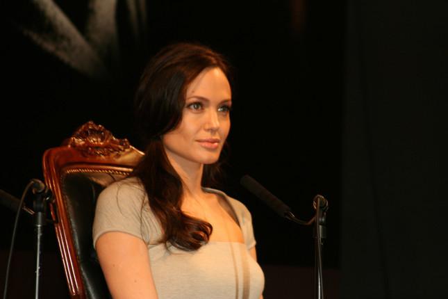 アンジェリーナ・ジョリーさんは予防的に乳房を切除した