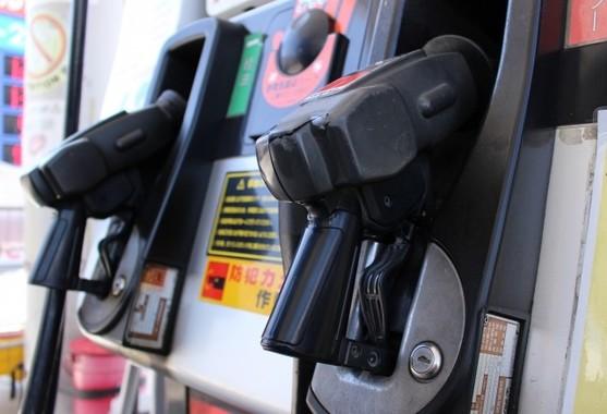 若者のクルマ離れでガソリンの消費は右肩下がりの中、出光興産と昭和シェル石油が統合するのか注目される(写真はイメージ)