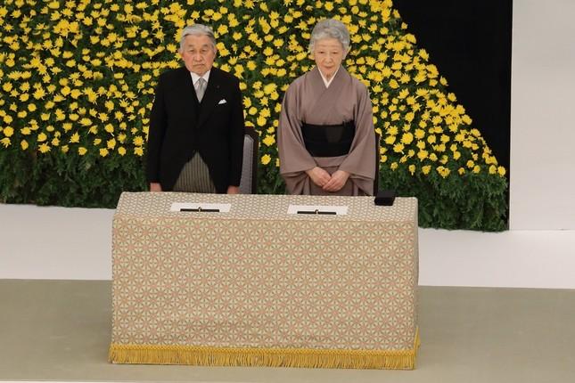 全国戦没者追悼式に出席された天皇皇后両陛下(2014年8月15日撮影)