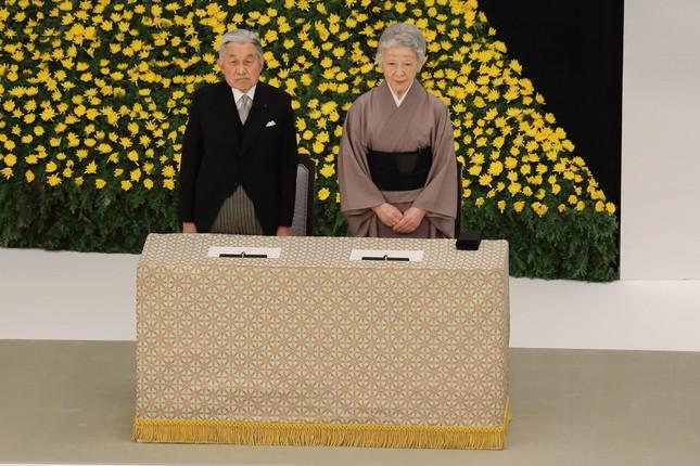 天皇陛下の公務負担軽減が課題だとされてきた(2014年8月撮影)