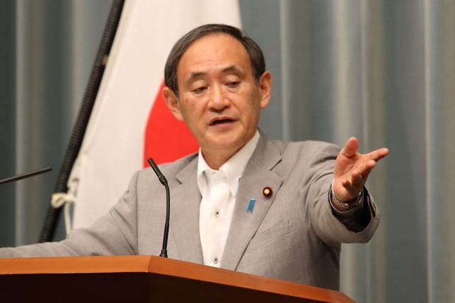 菅義偉長官は「コメントすることは控えたい」と答えた(2016年6月撮影)