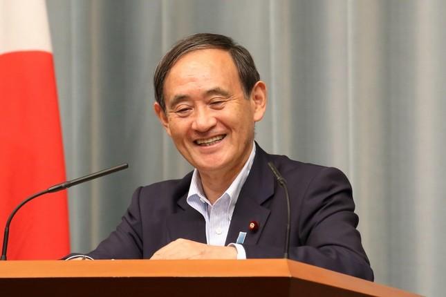 ポケモンの話題に笑顔を見せる菅義偉官房長官