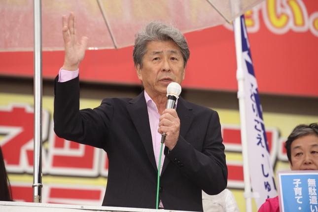 鳥越俊太郎氏の「新公約」が波紋を呼んでいる(写真は2016年7月21日、東京・中野駅前で撮影)