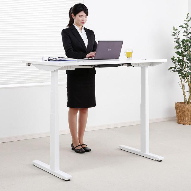 立ちながら作業しやすい高さに調整可能