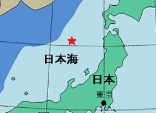 ミサイルは赤い星印付近に落下したとみられている。薄い青の部分が日本のEEZ。 国土交通省ウェブサイトの地図を編集部で加工